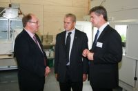 Landcare Research Chief Scientist David Whitehead speaking to Richard Gordon and Hon, David  Carter