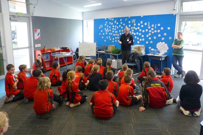 Manaaki Whenua's biocontrol expert Hugh Gourlay teaching Halswell School students