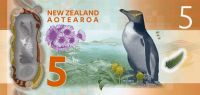 The background to the $5 is Campbell Island, and features a hoiho (yellow-eyed penguin), and sub Antarctic plants Bulbinella rossii (Ross lily), and the giant member of the daisy family  Pleurophyllum speciosum (Campbell Island daisy).