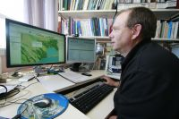 Researcher James Barringer using S-Map
